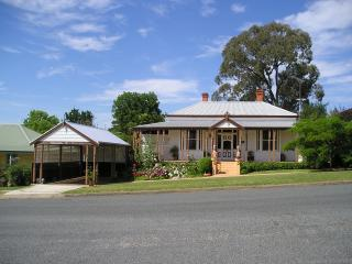 MOTHER HUBBARD'S B&B, Corryong