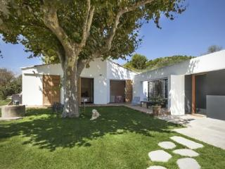 Holiday rental Villas Aix En Provence (Bouches-du-Rhone), 220 m2, 3 900 €