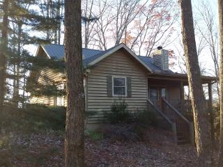 NEAR MONTALUCE -DAHLONEGA MOUNTAIN CABIN WITH GARAGE in DAHLONEGA