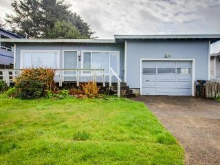 Walk to the beach from this cozy, dog-friendly home with an enclosed yard!, Yachats