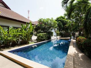 5min NaiHarn beach St.2+2, pool, WiFi30Mb, kitchen, Rawai
