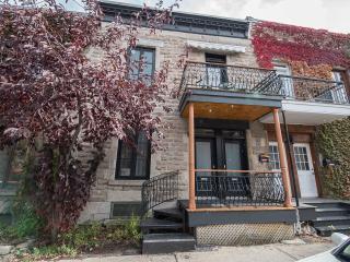 Plateausuites #1 1 bdr apartment, 2 blocks to restaurants, metro