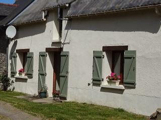Brittany Cottage. Quiet and comfortable house with free wifi (sleeps 5)