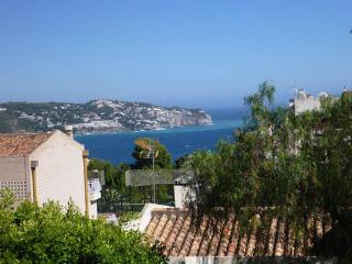Light and cosy duplex with sea views, La Herradura