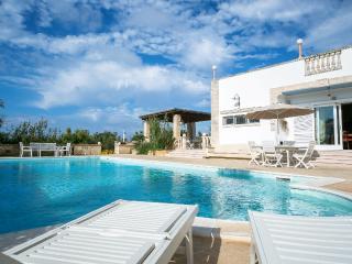 Maravillosa villa con piscina hidromasaje, Torre Suda