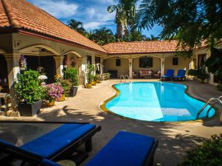 Luxury 3 Bed Villa + 2 Guest Apartments