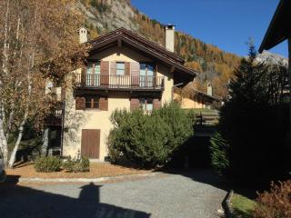 Apartment with two bedrooms, balcony and view, Courmayeur