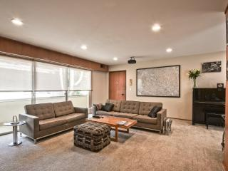 HomeSuite: Executive Condo In Downtown Palo Alto