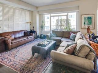 BEAUTIFULLY FURNISHED 2 BED, 2 BATH APARTMENT IN NORTH BEACH, San Francisco