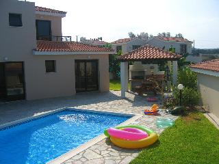 2BR Comfortable seafront villa, private pool, wifi