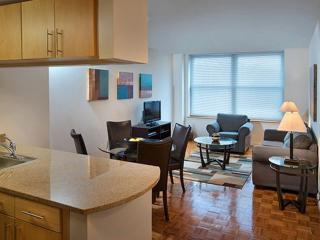Warm and Welcoming 1 Bedroom Apartment in New Jersey Near Path Station, Jersey City