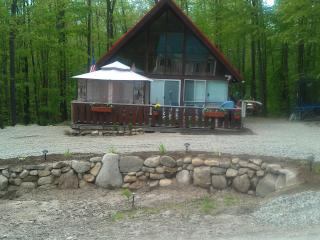 "Cozy and Comfortable ""A"" Fram Chalet, New Durham"
