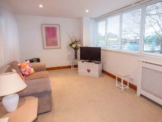 WESTERTON VIEW, king-size bedroom, WiFi, pet friendly in Coundon Ref 930864