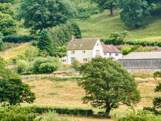 HUGLITH FARM, on farm, TV in all bedrooms, WiFi, private garden in Snailbeach, R