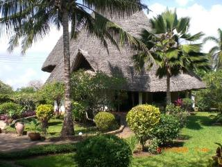 Luxury villa with private pool, Spa, cooking, beach, Diani Beach