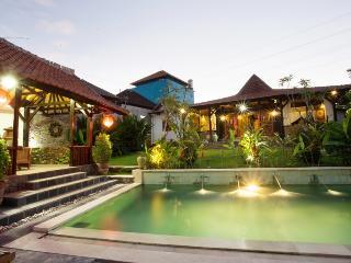 Kubu Ampo - 3 + Bedroom Joglo Style Pool House, Kerobokan