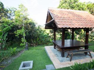 Kubu Ampo - 3 + Bedroom Wood Joglo Style, Private Pool Holiday Home