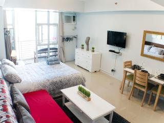 38 sqm Studio with balcony next to Greenbelt, Makati