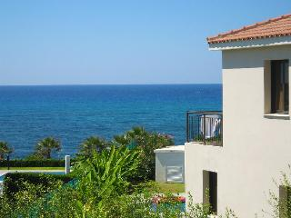 Sleeps 6 - 3BR Villa, private pool, sea view, wifi, Kissonerga
