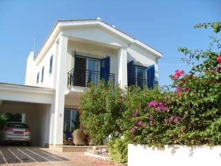 Luxury peacefull villa with private pool and gardens only 5 mins walk to beach