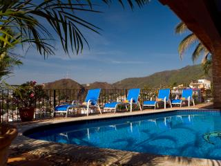 Ideal for Couples & Families, Short Walk to Beach, Heated Pool, Breakfast Service Included, Puerto Vallarta