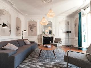 Incredible 3BD/2BTH  property with A/C & balcony view on the Louvre Museum