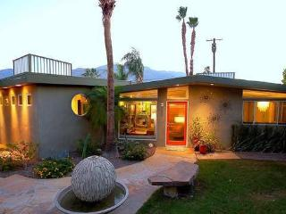 Calm Springs! Retro, Zen, Central Palm Springs