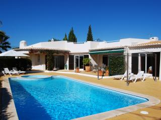 Casa Santelana, 3 Bed Villa Near Golf, Carvoeiro