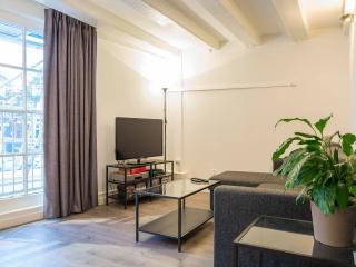 Stylish warehouse apartment near Central Station, Ámsterdam