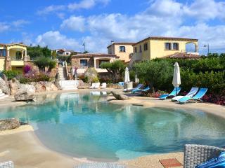 Punta Diamante, Villa Smeralda con piscina, Pittulongu