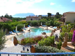 Villa Bellavista, con piscina a 150 mt dal mare, Pittulongu