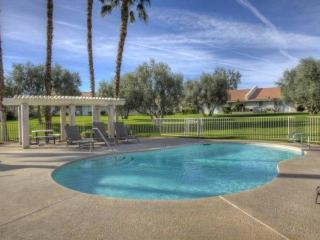Horizon Palms Condo, 2 Miles to Indian Wells Tennis Garden, Pool access, Private