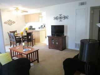 2 bdrm/2 Full Bathrm Apt Sleeps 8, Bakersfield