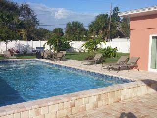 2015 Remodeled Private Home With 35' Pool,3Br,2Ba