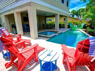 SLEEPS 14, 2 MINUTES FORM THE BEACH & BRIDGE ST, Bradenton Beach