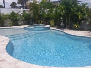 Newly Remodeled 3 Bed 2 Bath Bungalow Block to Beach Heated Pool & Spa FREE WiFi