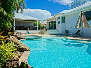 Brand New 4 Bed/3 Bath Kayaks Bikes Heated Pool & Spa Free WiFi Minute 2 BEACH