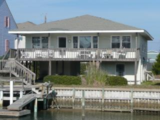 Canal Front, 5 bedroom house w/ Private dock