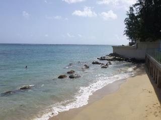 caSteps to Beach- Perfect Getaway in Paradise