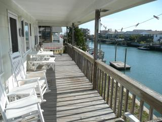 Canal Front, 5 bedroom house w/ Private dock, Topsail Beach