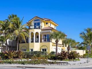 Casa de Mariposa 5542, 3 Bedroom, GulfView, Elevator, Heated Pool, Sleeps 8, Sarasota