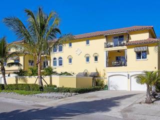 Casa de Mariposa 5540, 3 Bedroom, GulfView, Elevator, Heated Pool, Sleeps 8, Sarasota