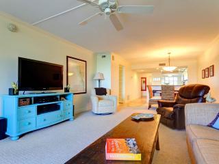 Gulf and Bay Club 305C, 2 Bedrooms, 3 pools, Gym, Spa, WiFi, Sleeps 6, Siesta Key