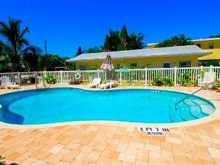 Twin Palms 5, 1 Bedroom, Ground Floor, Heated Pool, WiFi, Sleeps 4, Sarasota