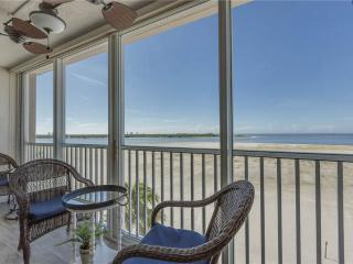 Castle Beach 402, 2 Bedrooms, Gulf Front, Elevator, Heated Pool, Sleeps 6, Fort Myers Beach
