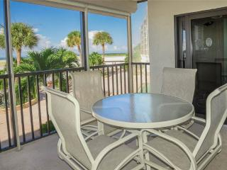 Carlos Pointe 115, 2 Bedrooms, Gulf Front, Elevator, Heated Pool, Sleeps 6, Fort Myers Beach