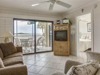 Carlos Pointe 121, 2 Bedrooms, Gulf Front, Elevator, Heated Pool, Sleeps 6, Fort Myers Beach