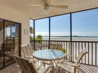 Carlos Pointe 124, 2 Bedrooms, Gulf Front, Elevator, Heated Pool, Sleeps 6, Fort Myers Beach