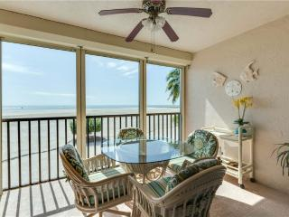 Carlos Pointe 212, 2 Bedrooms, Gulf Front, Elevator, Heated Pool, Sleeps 4, Fort Myers Beach