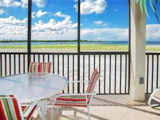Carlos Pointe 236, 2 Bedrooms, Gulf Front, Elevator, Heated Pool, Sleeps 6, Fort Myers Beach